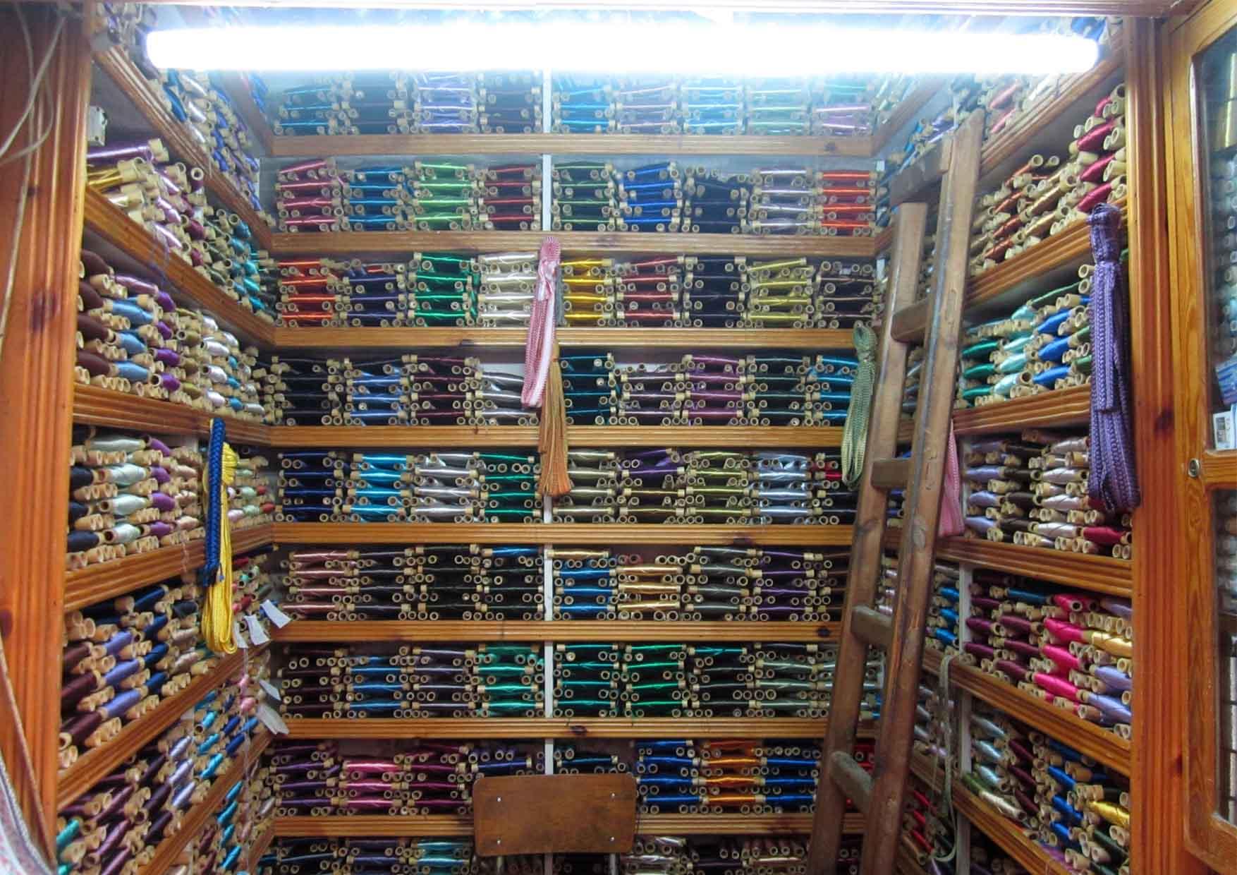 12 meknes medina detalji prodavnica konaca