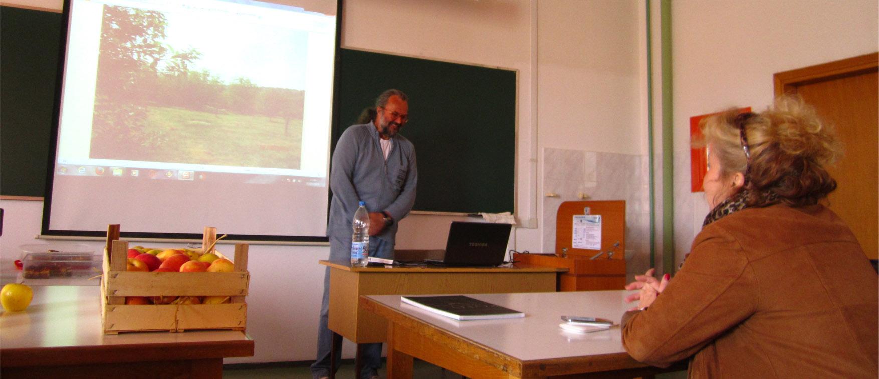 06 ubrzani kurs zemljane arhitekture Vuk Krstic i kuca od slame u Irigu