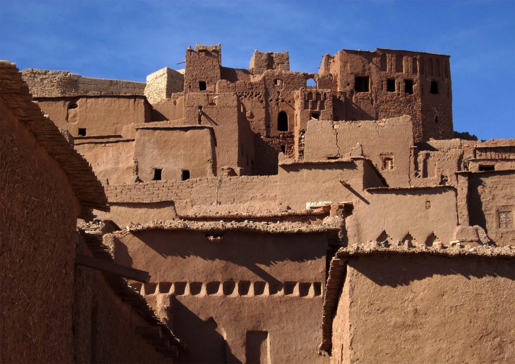 45 maroko ait ben haddou ulice i zidine