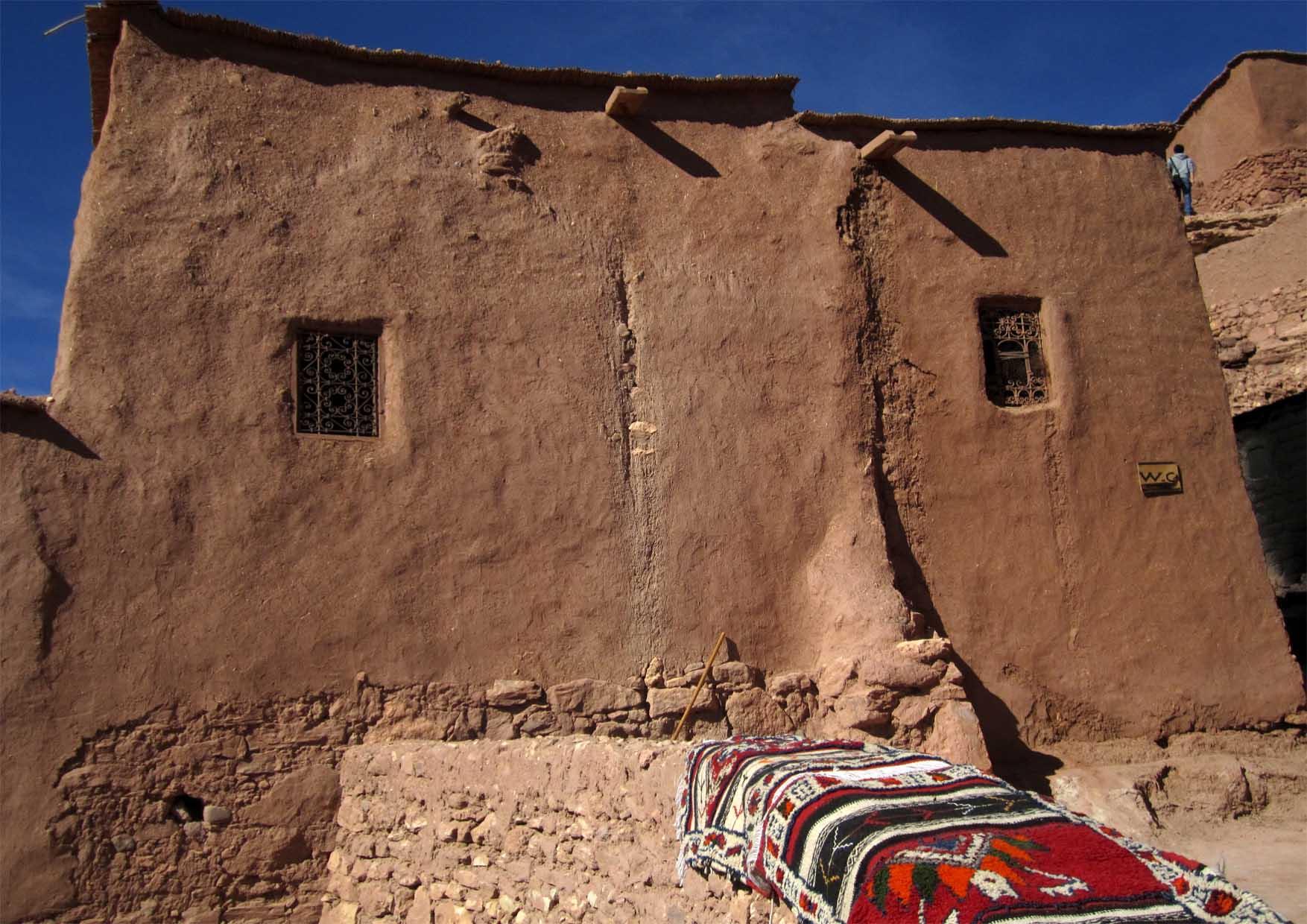 47 maroko ait ben haddou ulice i zidine