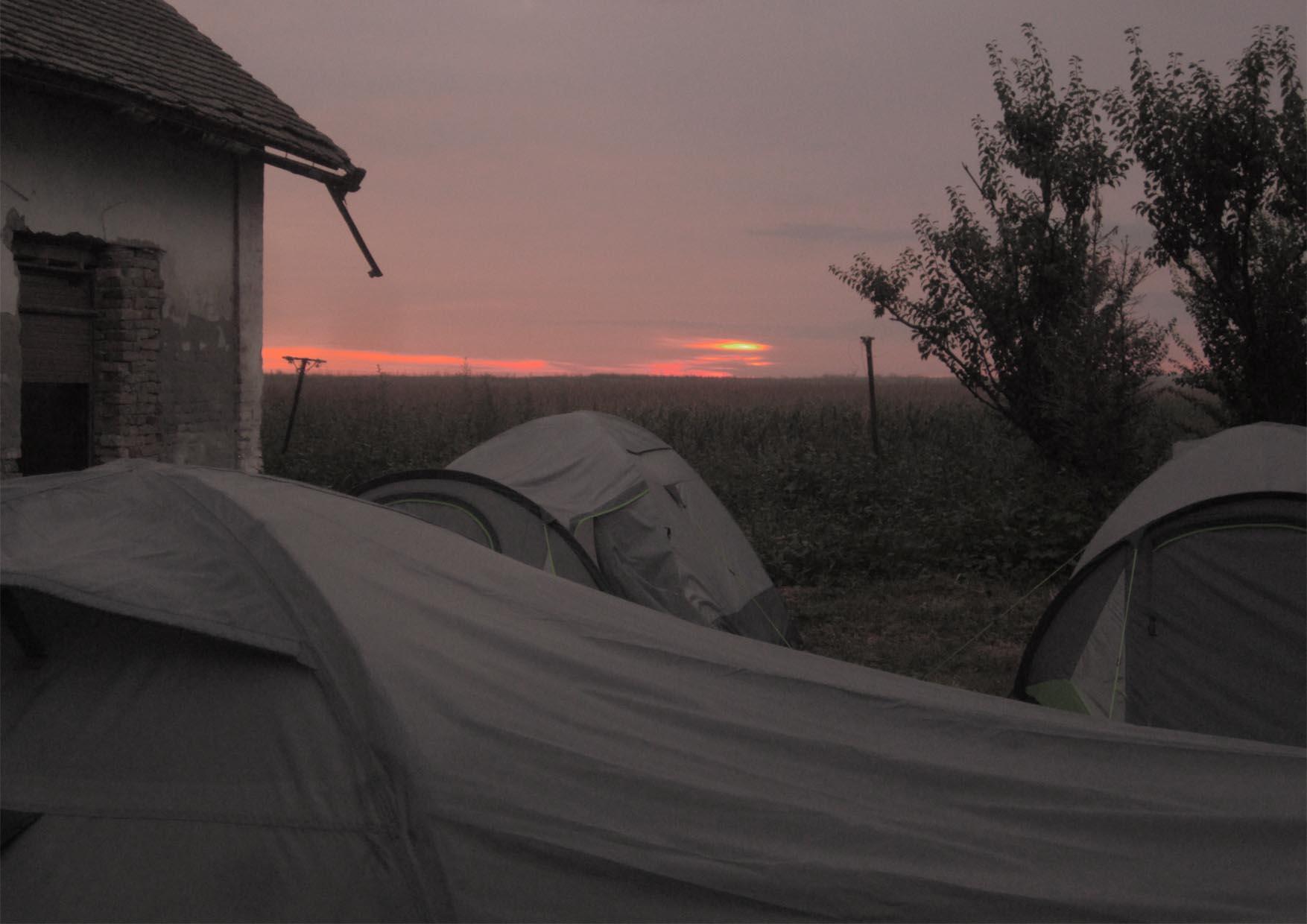 46 kamp zemljane arhitekture_poslednja noc u kampu
